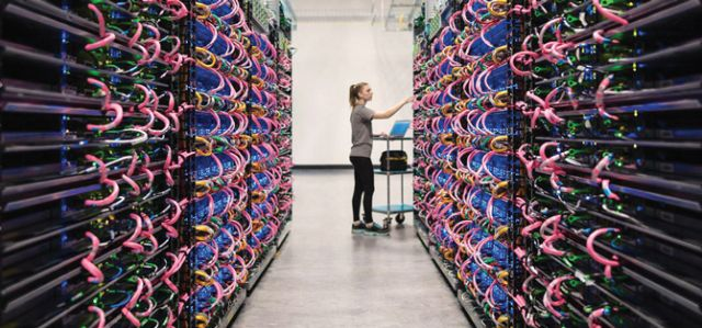 To spur AI innovation, Google is offering select AI researchers free cloud access to its machine-learning computers.